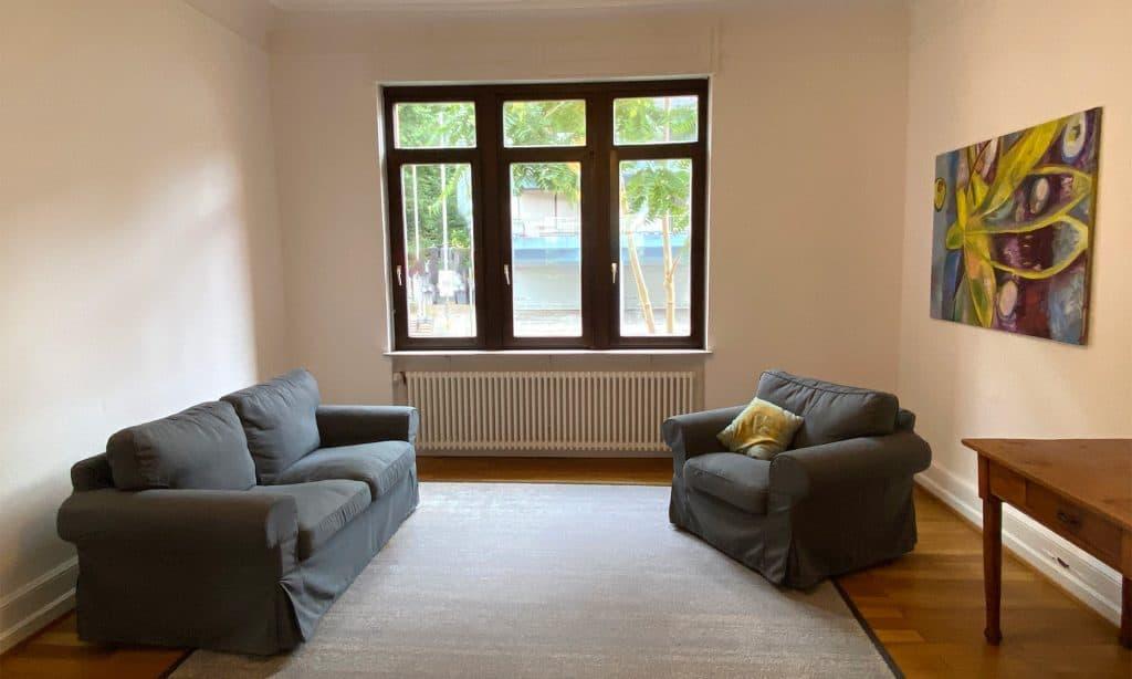 Vorderer Raum mit 2 Sofas